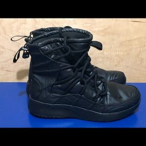 NEW Nike Tanjun High Rise Boots